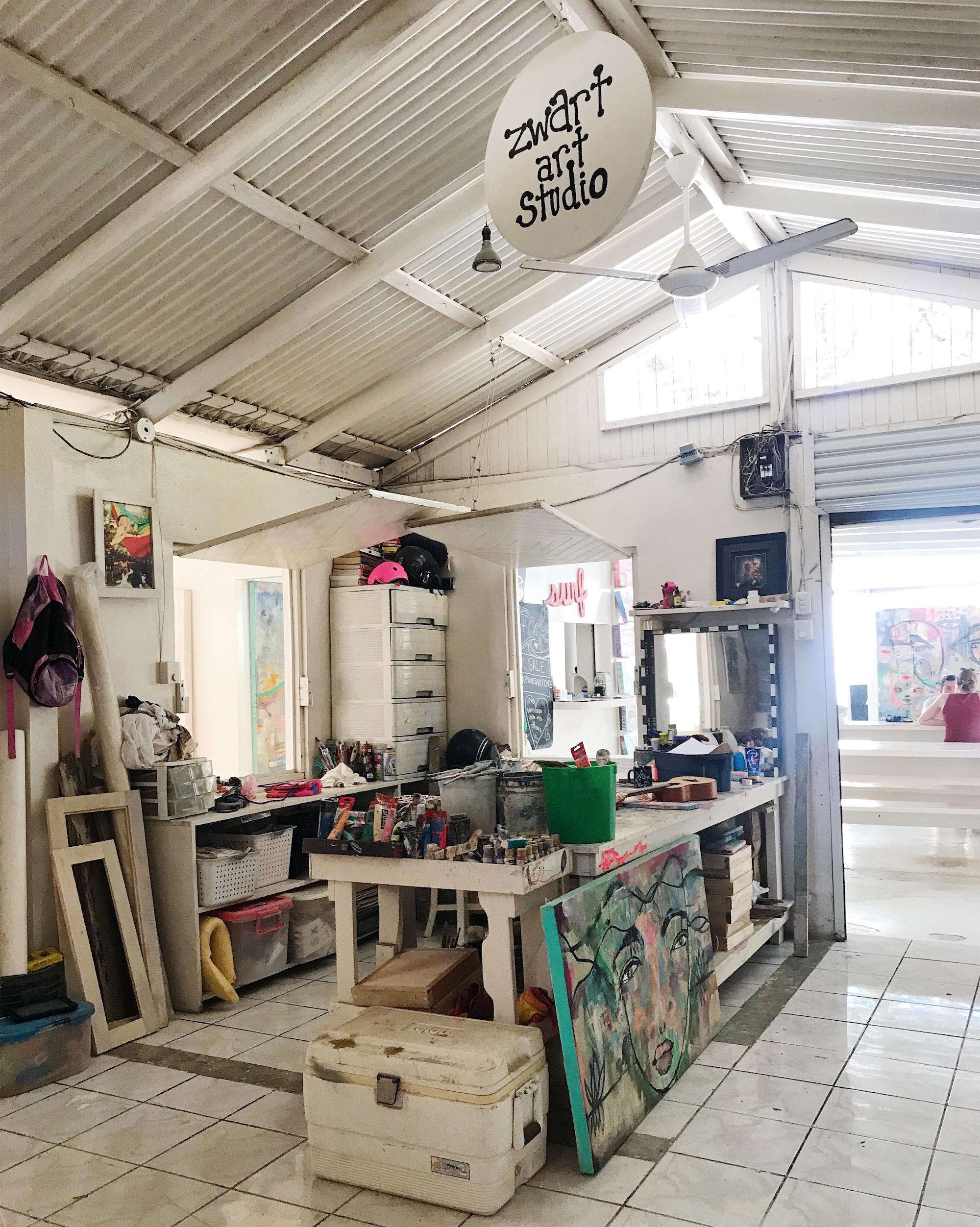 Zwart Art Café art studio